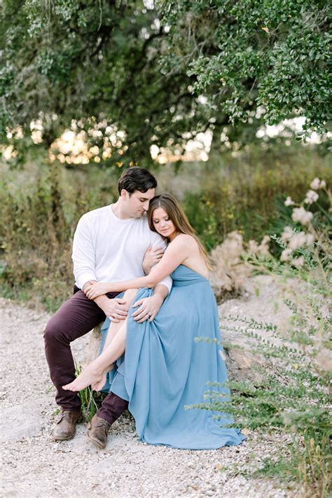 Tips To Pick An Engagement Session Outfit   Wedding ...