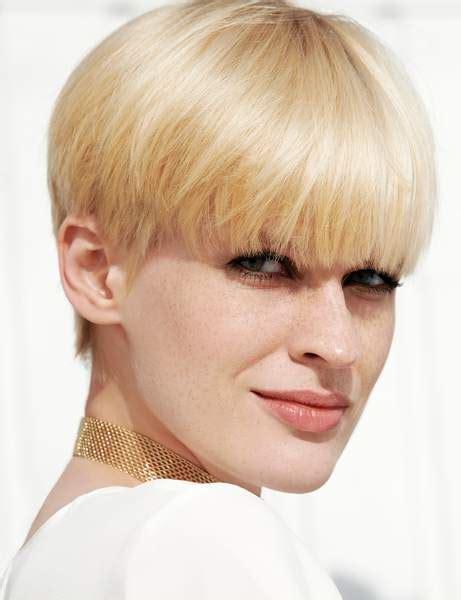 Coupe Boule Cheveux Blonds