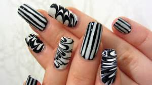 Easy graphic black and white stripes water marble design nail art