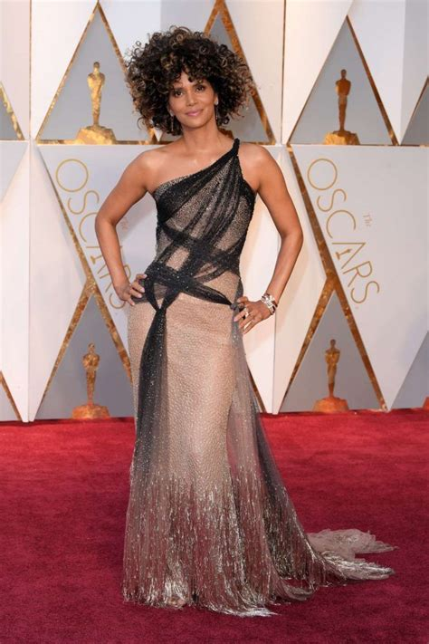 Halle Berry Oscars 2017 Atelier Versace | Oscar 2017 ...