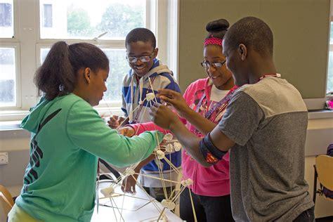 Middle School Students Engineer middle schoolers get on in summer engineering design