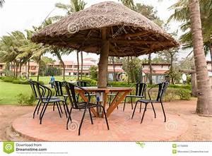 Parasol En Paille : restaurant tropical avec le parapluie de parasol de paille photo stock image du tropical ~ Teatrodelosmanantiales.com Idées de Décoration