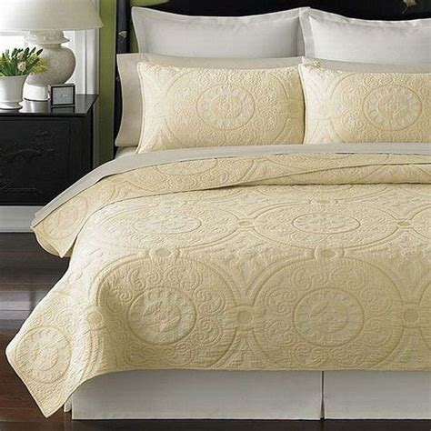Solid Color Quilts And Coverlets by Simple Stylish 10 Solid Color Quilts Coverlets