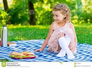 Schönes 10 Jähriges Mädchen : sch nes m dchen 6 jahre alte sitzen auf dem plaid stockbild bild von hamburger kind 64766657 ~ Yasmunasinghe.com Haus und Dekorationen