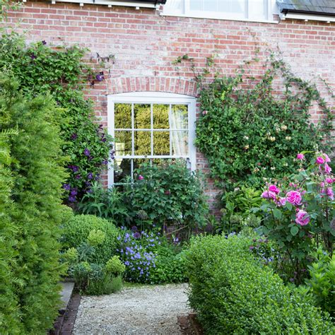 garden edging ideas to give your space a smart finish