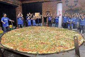 Biggest Pizza in the World | ... Guinness Book of Records ...