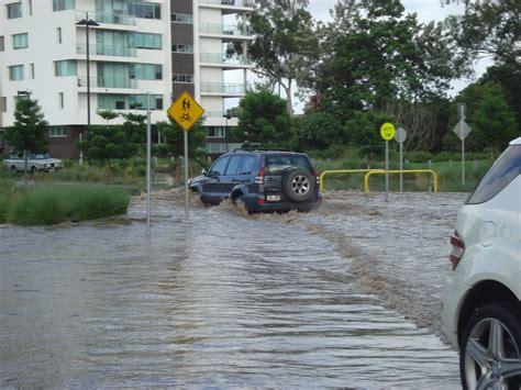 KĀJĀM GAISĀ: Brisbenas plūdi