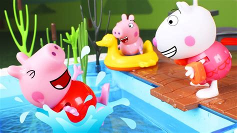 Peppa Pig Toys 🐷 The Pig Family Goes To The Swimming Pool