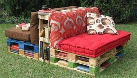 Pallet Outdoor Reading Corner With Book Storage