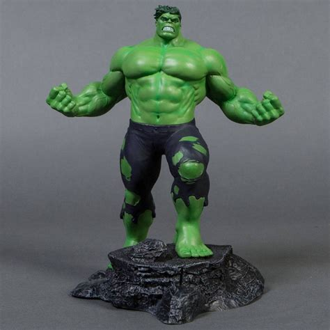 diamond select toys marvel gallery hulk pvc figure green