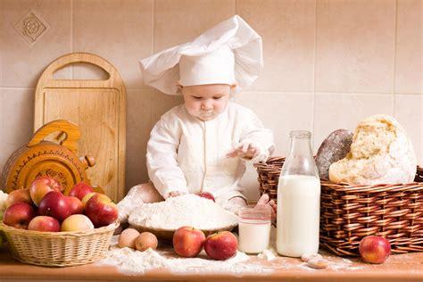cuisine de bebe chef bébé jouant dans la cuisine hd papier peint de bureau écran large haute définition plein