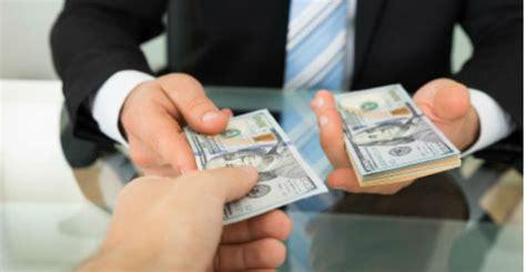 Как правильно одалживать деньги, чтобы потом вернуть их назад?