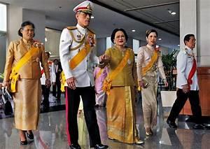 All hail His Majesty King Maha Vajiralongkorn ...