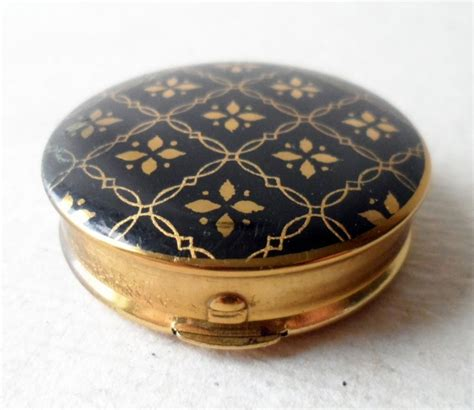 vintage ladies compact type rouge pot  pill box kigu england black gold engine turned circa