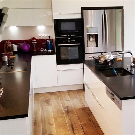 modele cuisine noir et blanc davaus cuisine blanche plan de travail granit noir