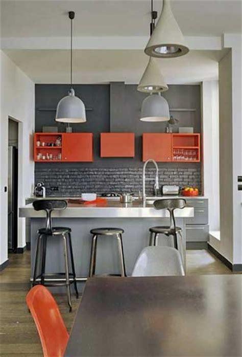 cuisine grise et orange quelle couleur mettre avec une cuisine grise