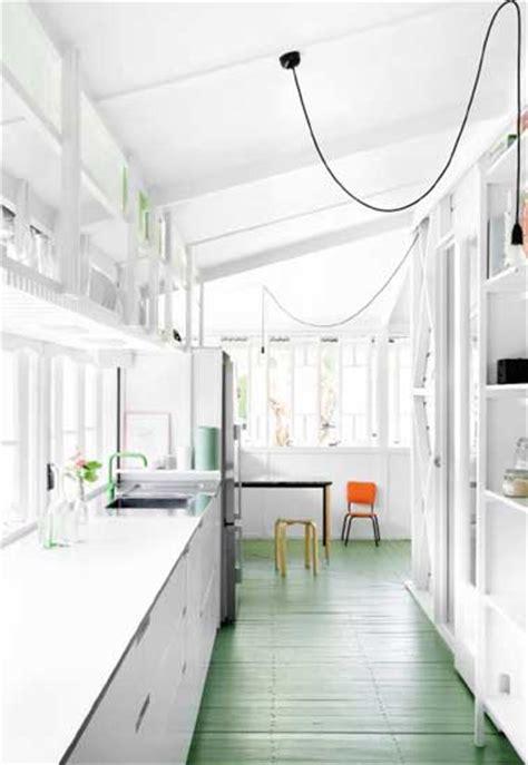 cuisine en longueur cuisine verrière 12 cuisines lumineuses ouvertes sur le