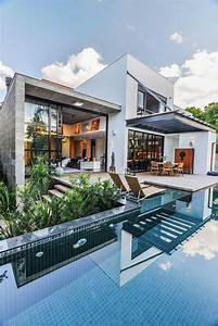Contemporary Pool Residence With Amazing Interiors By