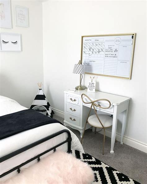 teenage girls room decor  black white  blush pink