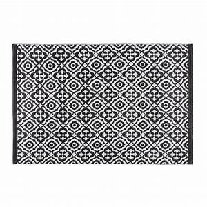 Tapis de jardin motifs noirs et blancs 140x200cm COROLIA Maisons du Monde