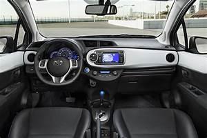 Toyota Yaris Hybride Avis : la revue auto toyota yaris hybride le rapport qualit prix ~ Gottalentnigeria.com Avis de Voitures