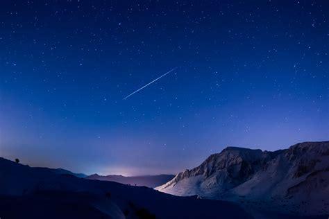 The Geminids meteor shower peaks tonight. Go outside. - Vox