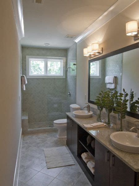Decorating Ideas For Narrow Bathrooms by 25 Best Ideas About Narrow Bathroom On