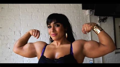 Big muscle woman flexing her powerful 16 inch biceps - YouTube
