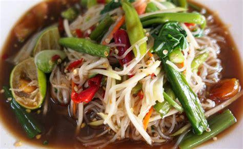 ข้อมูลโภชนาการ ใน ข้าวปุ้น (ส้มตำ-ขนมจีน) 1 จาน ให้พลังงาน ...