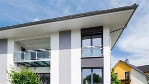 Carport Pultdach Neigung : moderne h user versetztes satteldach ~ Whattoseeinmadrid.com Haus und Dekorationen