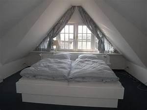 Möbel Für Dachgeschoss : schlafzimmer gestalte im dachgeschoss inspiration design raum und m bel f r ihre ~ Sanjose-hotels-ca.com Haus und Dekorationen