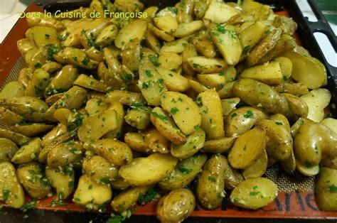 cuisiner des pommes de terre ratte pommes de terre ratte rôties au four dans la cuisine de