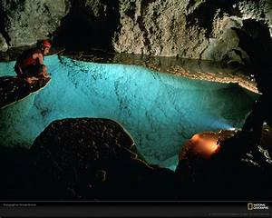 Lake Chandelier in Lechuguilla Cave, Carlsbad Caverns ...