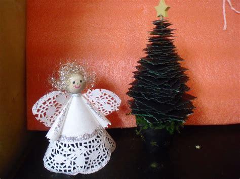 engel aus tortenspitze und tannenbaum auf holzspie 223 mit papiervierecke weihnachten