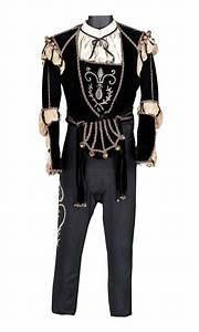 """Leslie Howard """"Romeo Montague"""" black velvet doublet and ..."""