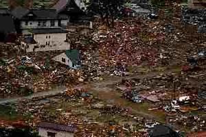essay on tsunami in hindi
