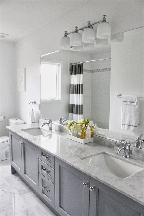 Gray Bathroom Ideas by 25 Best Ideas About Gray Bathrooms On Half