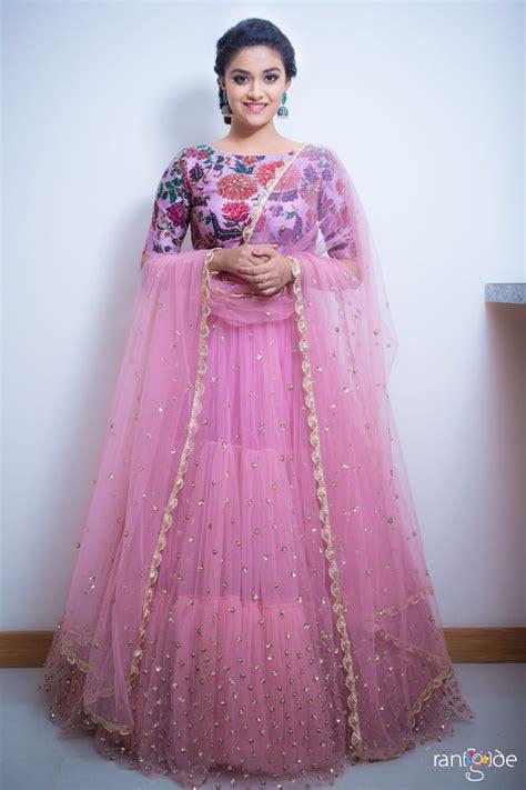 actress karthika suresh actress keerthy suresh hd photos at zee apsara awards 2017