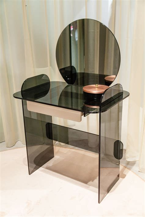 modern makeup tables  simple  exquisite designs