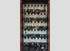 Locking car key cabinet with key management for new car