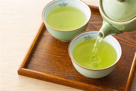 Sumber 1 biji lemon 2 sudu teh madu masa persediaan 2 minit masa rawatan 15 minit pembuatan potong lemon dan perah jusnya ke dalam mangkuk bersih, kemudian masukkan madu dan gaul hingga rata sehingga sebati. Teh Hijau Dicampur Lemon dan Madu, Ini 5 Manfaatnya - FAJAR