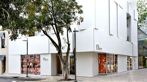Luxury Fashion Boutiques & Shops