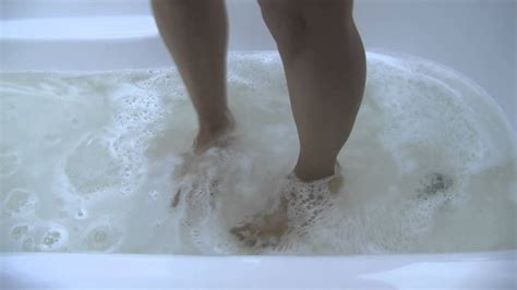how to fix a clogged shower this is a hair clogged bathtub use drain weasel to fix