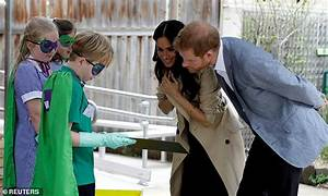 Pregnant Meghan and Harry's hidden signals when holding ...