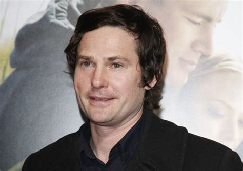 E.t. Star Henry Thomas To Phone Ghosts In Ouija 2