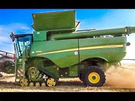 John Deere Combine Harvester S690i In Action! Brand New