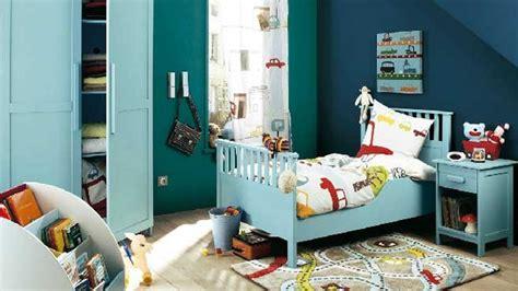 chambre à theme avec décoration chambre garcon theme voiture