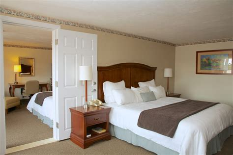 bedroom suite holiday hill inn  suites