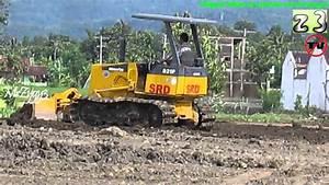 Komatsu D31p Dozer Pushing Grading Dirt