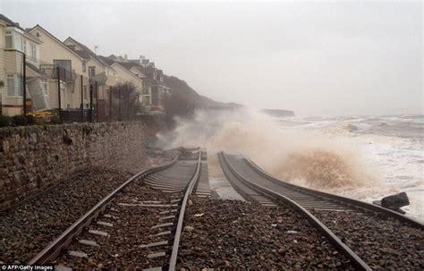 เคยสงสัยไหม เหตุใดรางรถไฟต้องมีก้อนหิน? เพราะมันช่วย ...